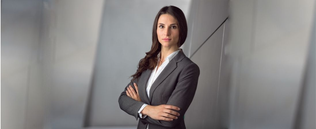woman in leadership stand in negative environment